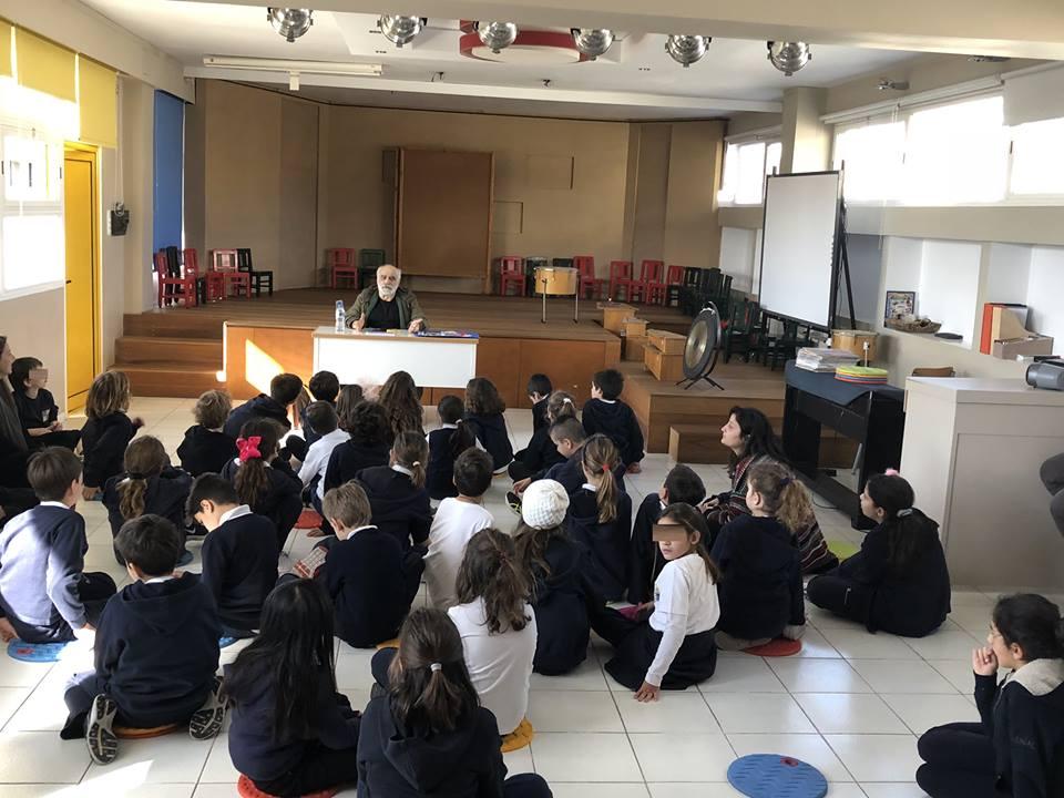 Ο συγγραφέας Χρήστος Μπουλώτης και «Η Επανάσταση των παλιών παιχνιδιών» στο Σχολείο Σταυράκη (Γλυφάδα)